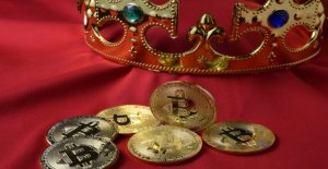 Bitcoin Scam Royal: scammers pretend to be Queen