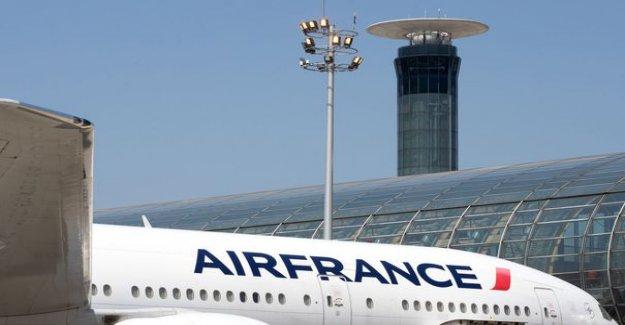 Air France is preparing a voluntary redundancy plan on at least 8000 posts