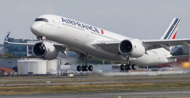 Air France offers 8.300 employees, a voluntary retirement scheme to
