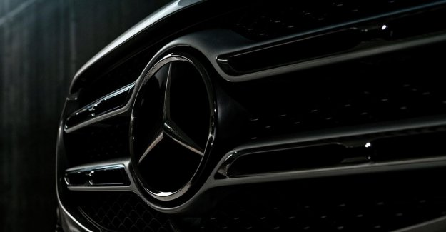 Association challenges the Mercedes to the right, due to sjoemelsoftware