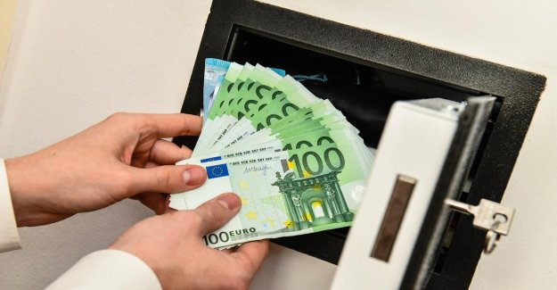 Banks are helping businesses and consumers with up to 17 billion euros, while the corona