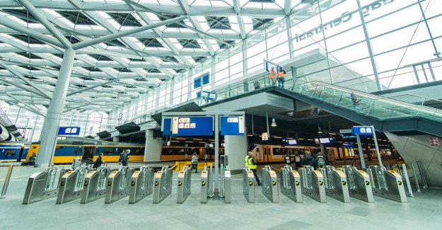 Check-in and tanktransacties on the rise, commuter, again, be careful on the road