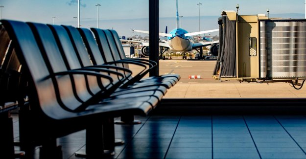 The number of flights to and from amsterdam airport Schiphol hops, very slowly at that