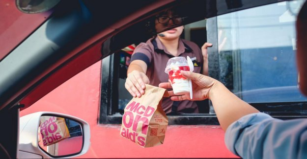 Drive-throughs, restrict coronaschade at a McDonald's in the USA