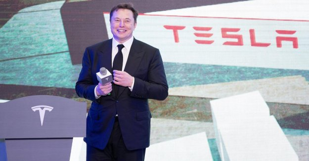 Elon Musk, pass that Warren Buffet is on the list of richest people in the world