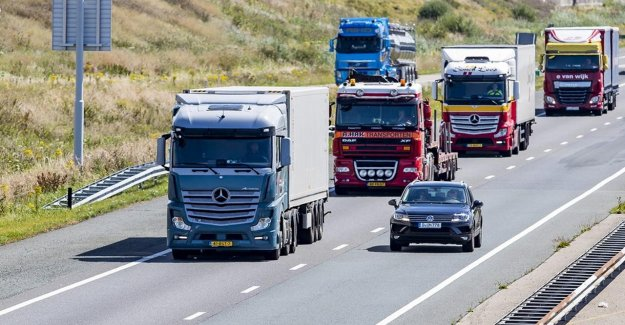 Sign ups for new vehicles and for trailers of this year, with a third of the bottom up'