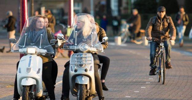 Snorfietsverkoop in July, with 61 per cent, up