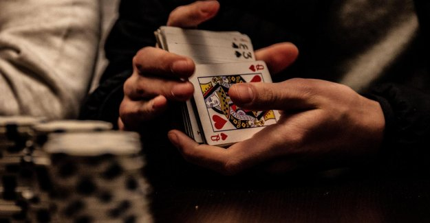 The consequences of legalizing online gambling: 'Website has no closing time'