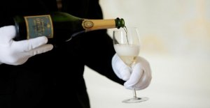 Champagnemakers keep up to 100 million bottles, about a lack of parties